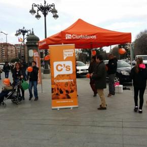 Ciudadanos (C's) León recoge firmas para concurrir a las elecciones generales