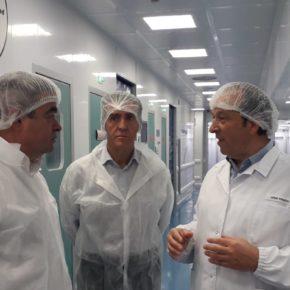 Justo Fernández (Cs) defiende en su visita a Leon Farma el apoyo firme al tejido industrial de la provincia
