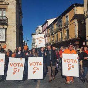 """Ciudadanos León cierra la campaña con una """"marea naranja"""" en el centro de la capital"""