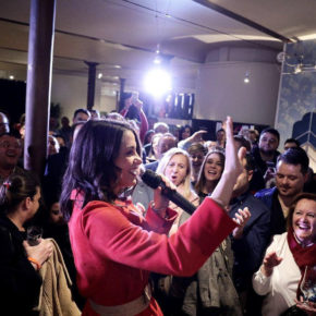 León desborda el primer acto de 'Vamos de cañas con Inés Arrimadas'