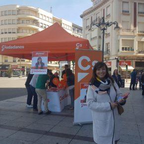 Ciudadanos acerca su proyecto a leoneses en la Plaza de Guzmán y la Pícara