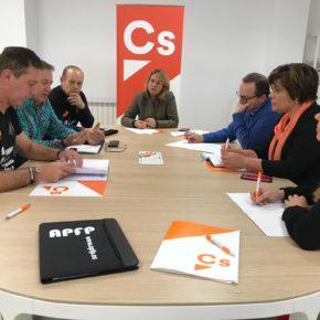 Ciudadanos se reúne con funcionarios de prisiones para recoger sus demandas