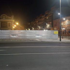 Ciudadanos denuncia la falta de visibilidad de la parada de taxis en la estación de tren